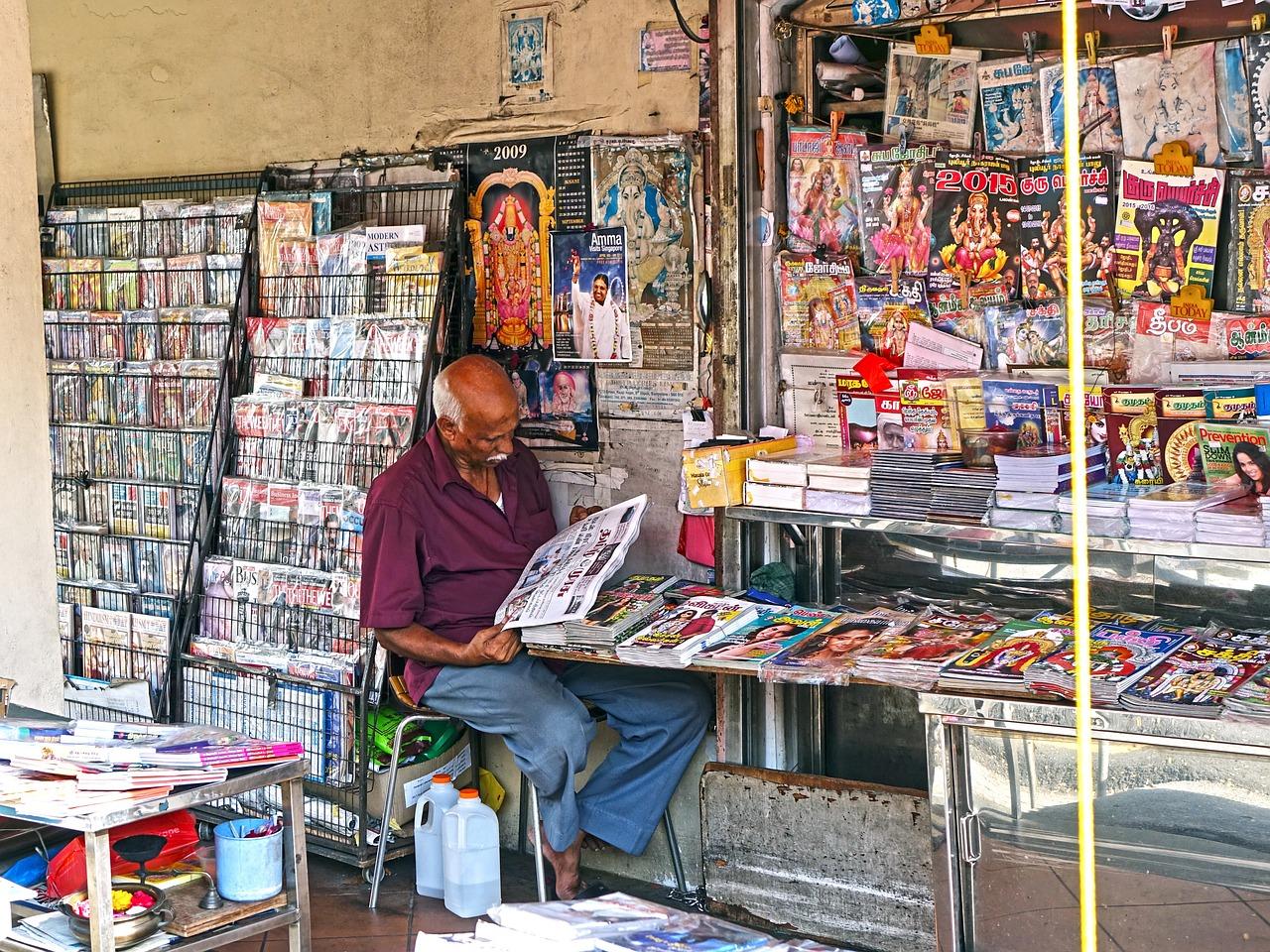 shop-vendor-magazine-805536